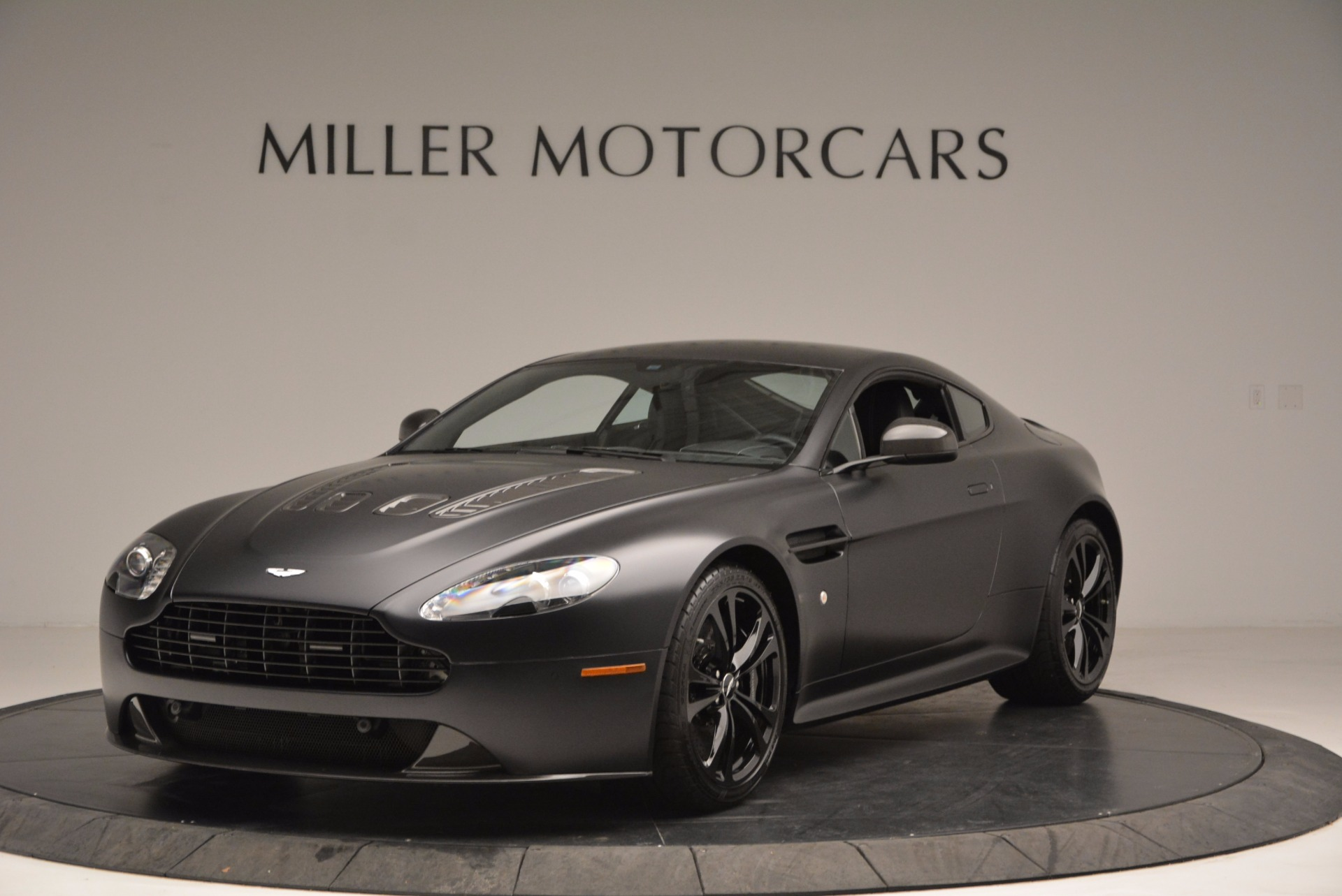 used 2012 aston martin v12 vantage carbon black. Black Bedroom Furniture Sets. Home Design Ideas