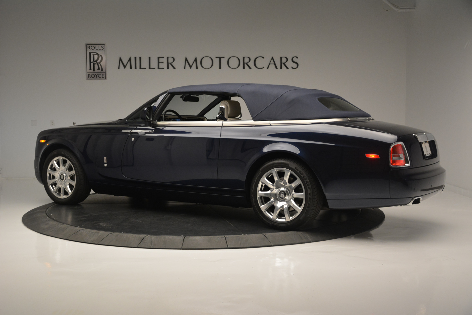 Used 2014 Rolls-Royce Phantom Drophead Coupe  | Greenwich, CT