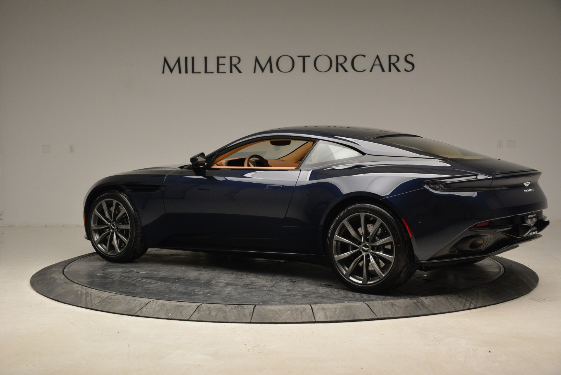 New 2018 Aston Martin DB11 V8