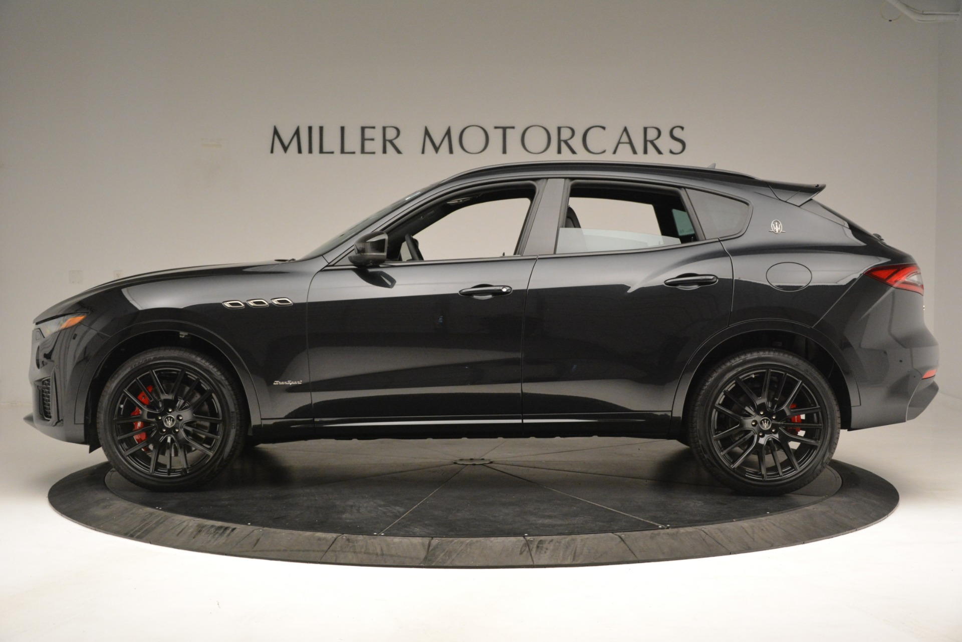 New 2019 Maserati Levante SQ4 GranSport Nerissimo