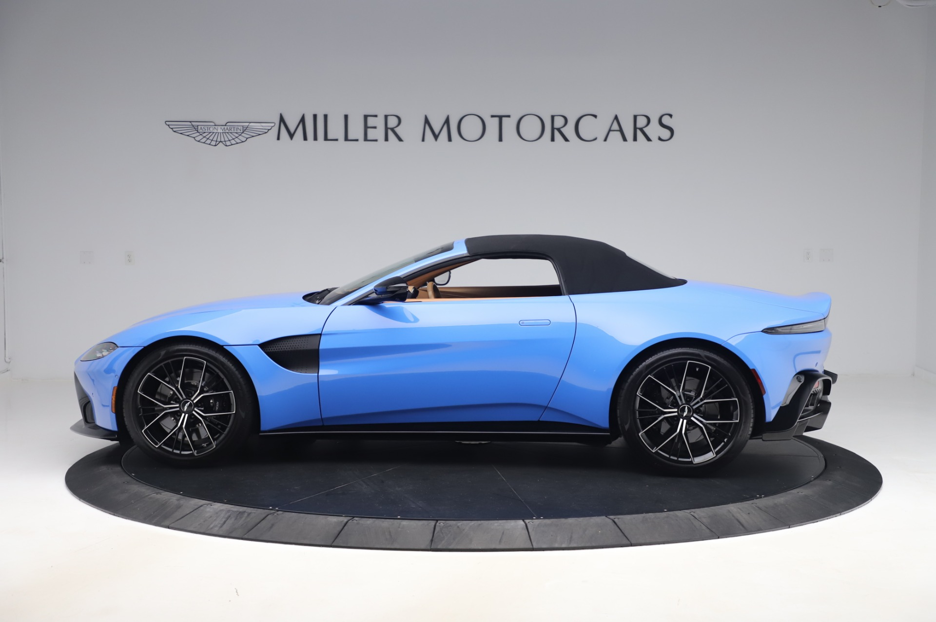 New 2021 Aston Martin Vantage Roadster