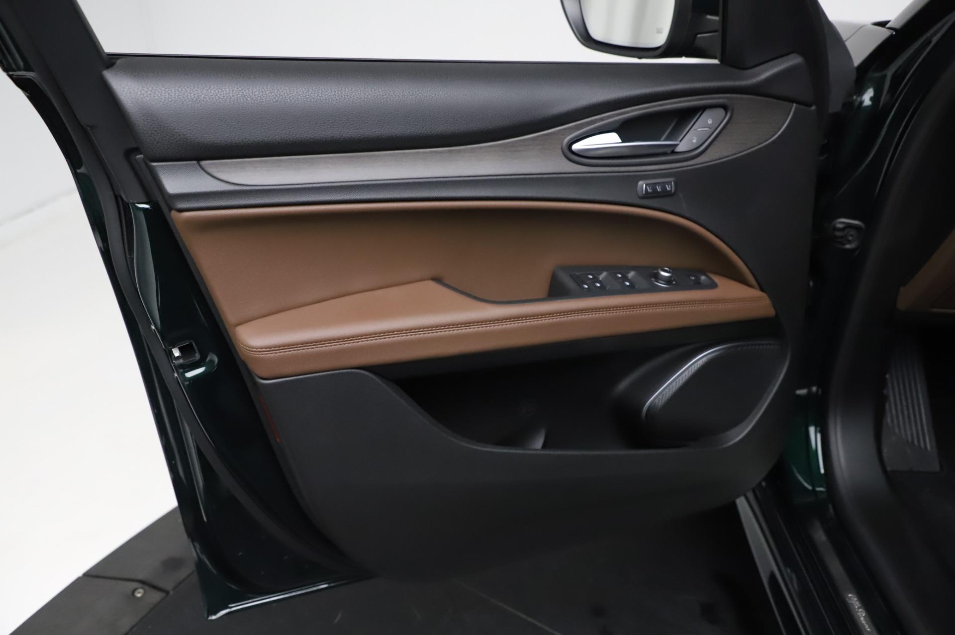 New 2021 Alfa Romeo Stelvio Ti Q4