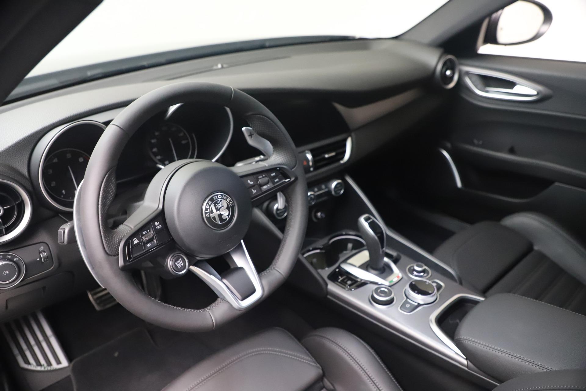 New 2022 Alfa Romeo Giulia Veloce